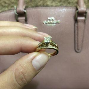 Woman wedding ring size 5